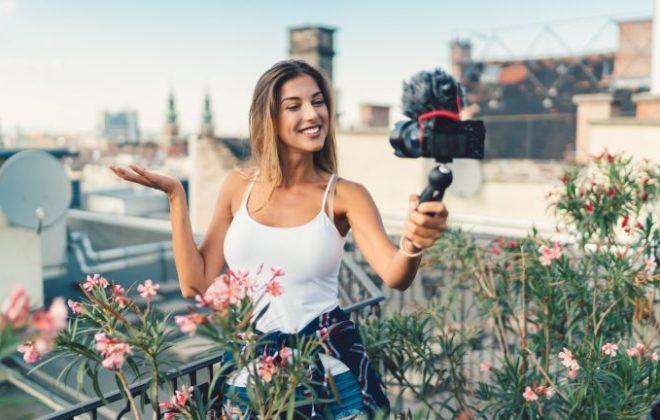 Vlogger met een camera
